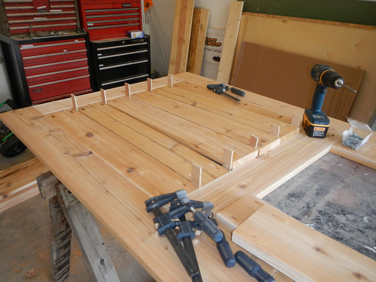 Superieur Once The Table Top Is Finished, Start Working On The Apron. This Will Give  The Table Top Its Stiffness. The Apron Is Made From Cedar 1x4s And Is  Centered On ...