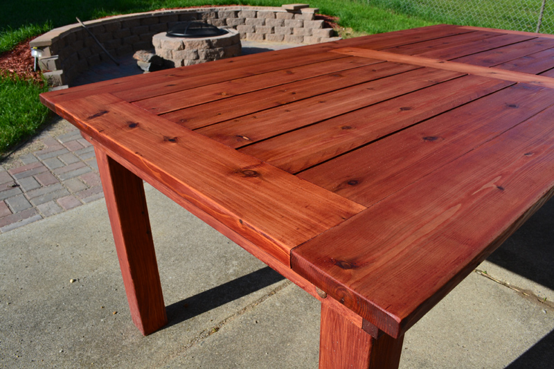 how to stain a patio table 1